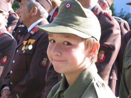 September 2004 wurde das neue Tanklöschfahrzeug der Freiwilligen Feuerwehr Laussa von Diakon FKur Karl Karrer im Beisein zahlreicher Ehrengäste feierlich ... - 217624694